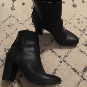 Shoes - Size 6 black booties with heel